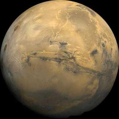 На Марсе обнаружены входы в бездонные пещеры