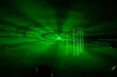 Основной лазер на искусственном атоме