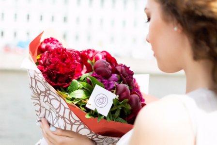 Какие цветы подарить подруге на день рождения